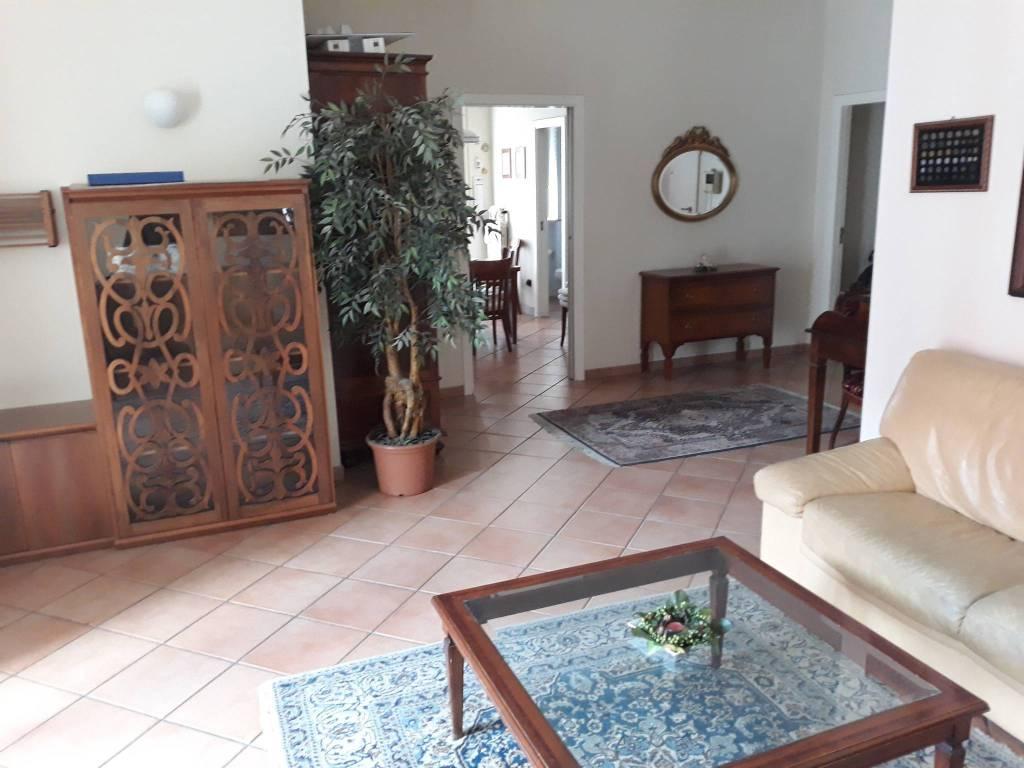 Appartamento quadrilocale in affitto a Trani (BT)