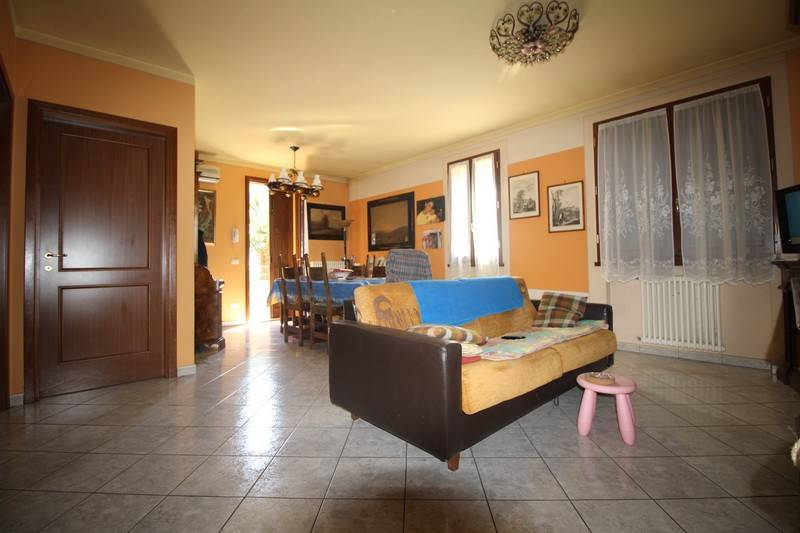 Villa a schiera quadrilocale in vendita a Scandiano (RE)