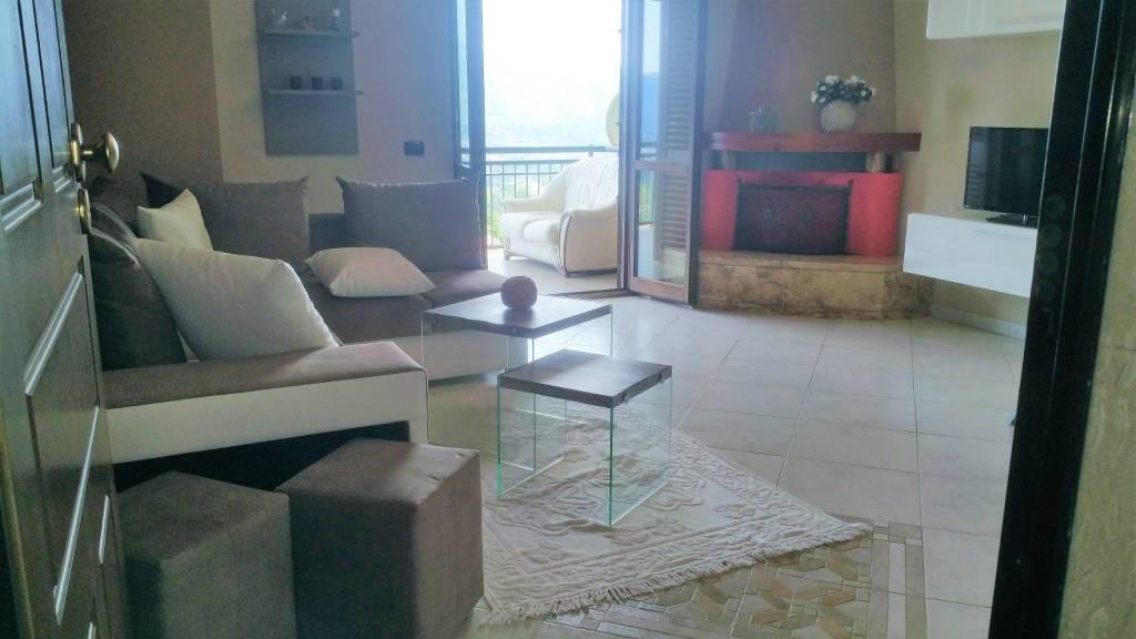 Appartamento in ottime condizioni arredato in affitto Rif. 9143374