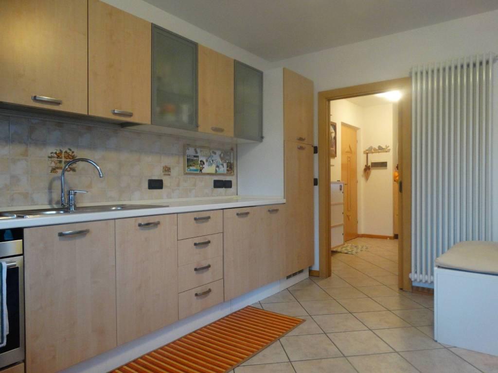 Appartamento in buone condizioni parzialmente arredato in vendita Rif. 8257975