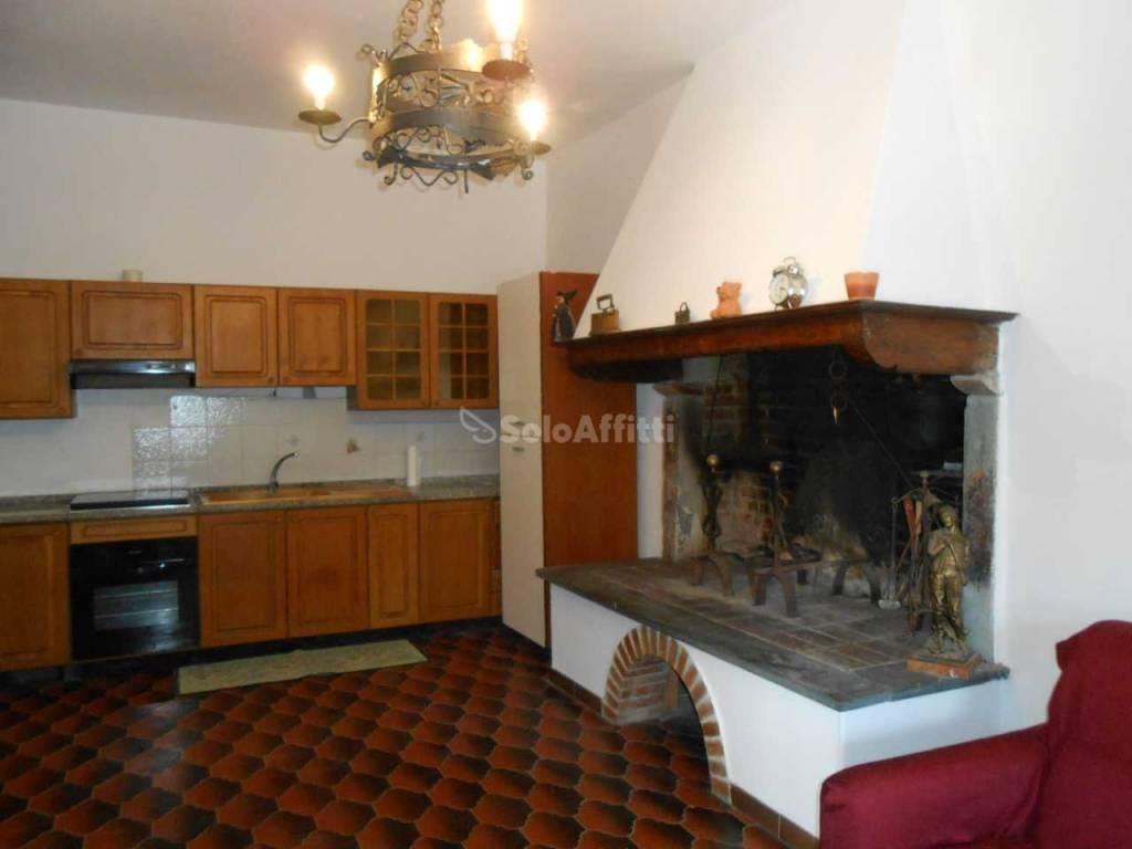 Appartamento in buone condizioni parzialmente arredato in affitto Rif. 8831965