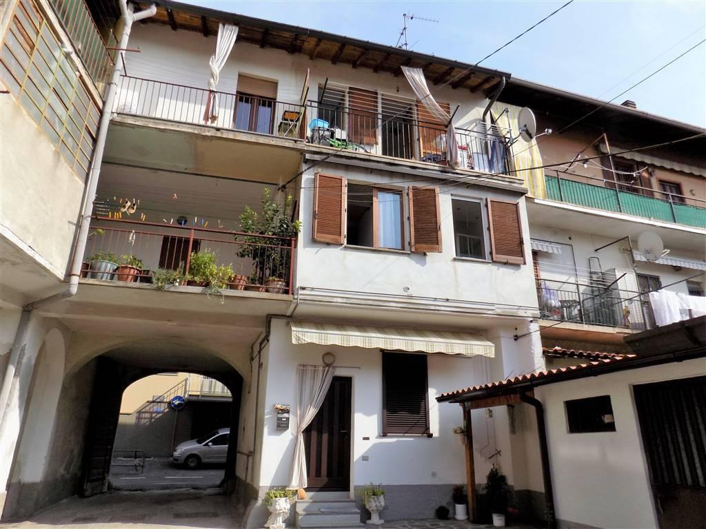 Appartamento in buone condizioni in vendita Rif. 8270242