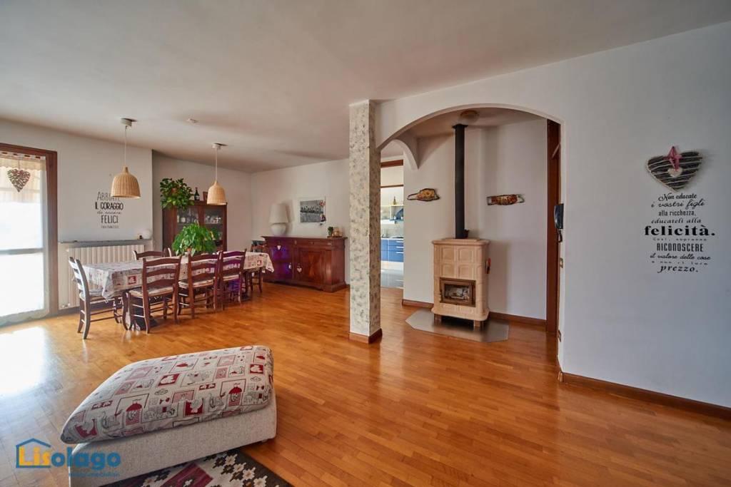 Appartamento in ottime condizioni in vendita Rif. 8269743