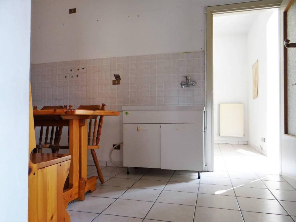 Appartamento in buone condizioni in vendita Rif. 8269009