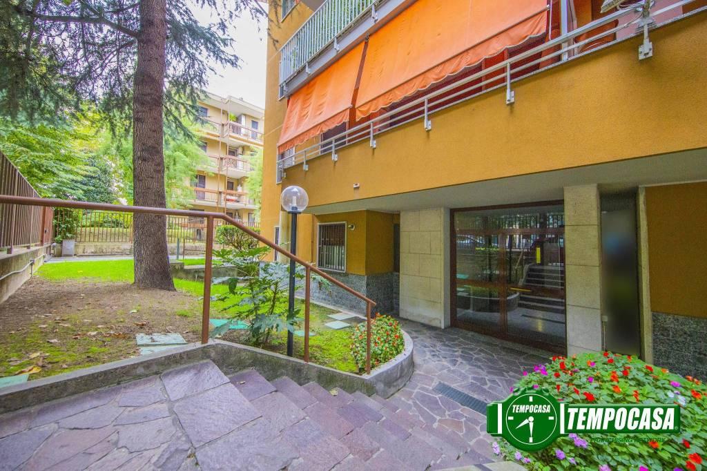Appartamento in buone condizioni in vendita Rif. 8269830