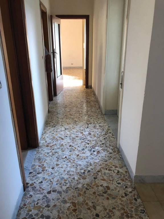 Appartamento in buone condizioni in affitto Rif. 8273512