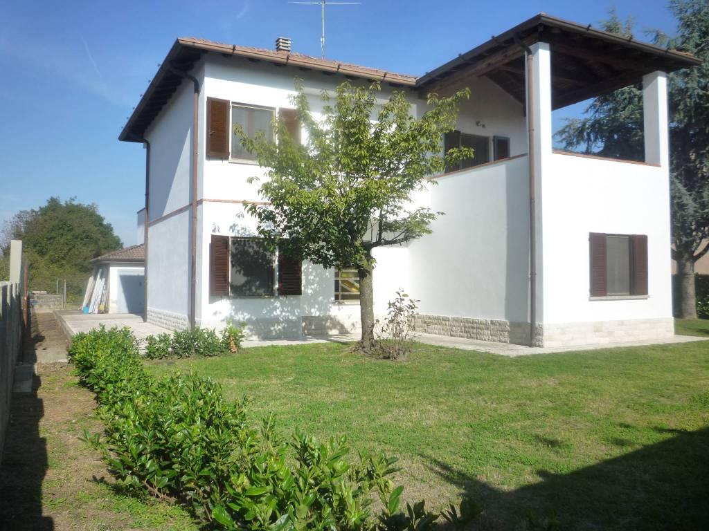 Villa in vendita a Castelvetro Piacentino, 5 locali, prezzo € 219.000 | CambioCasa.it
