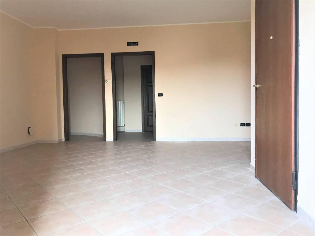 Appartamento in buone condizioni in vendita Rif. 8272555