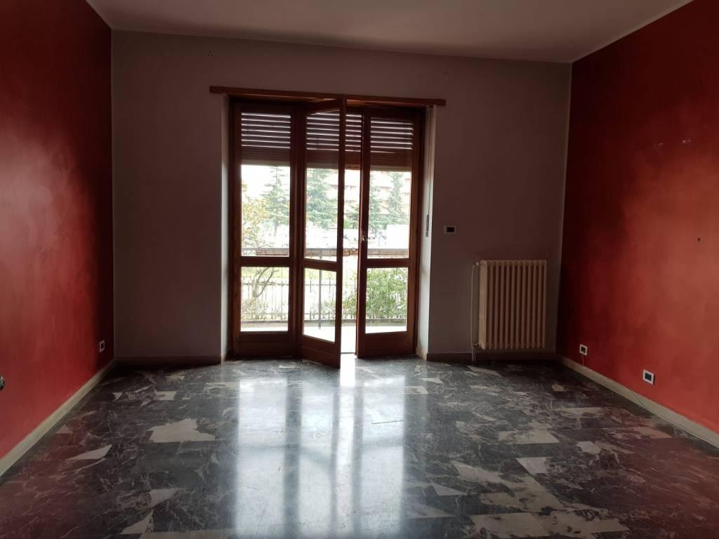 Appartamento in buone condizioni in affitto Rif. 8270880