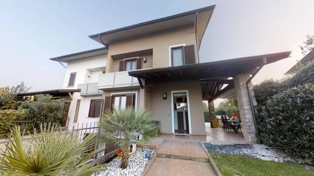 Appartamento in buone condizioni arredato in vendita Rif. 8269835