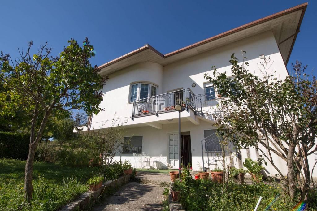 Villa in buone condizioni arredato in vendita Rif. 8272819