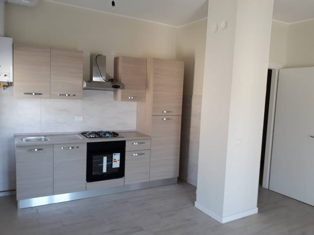 Appartamento in ottime condizioni parzialmente arredato in affitto Rif. 6098229