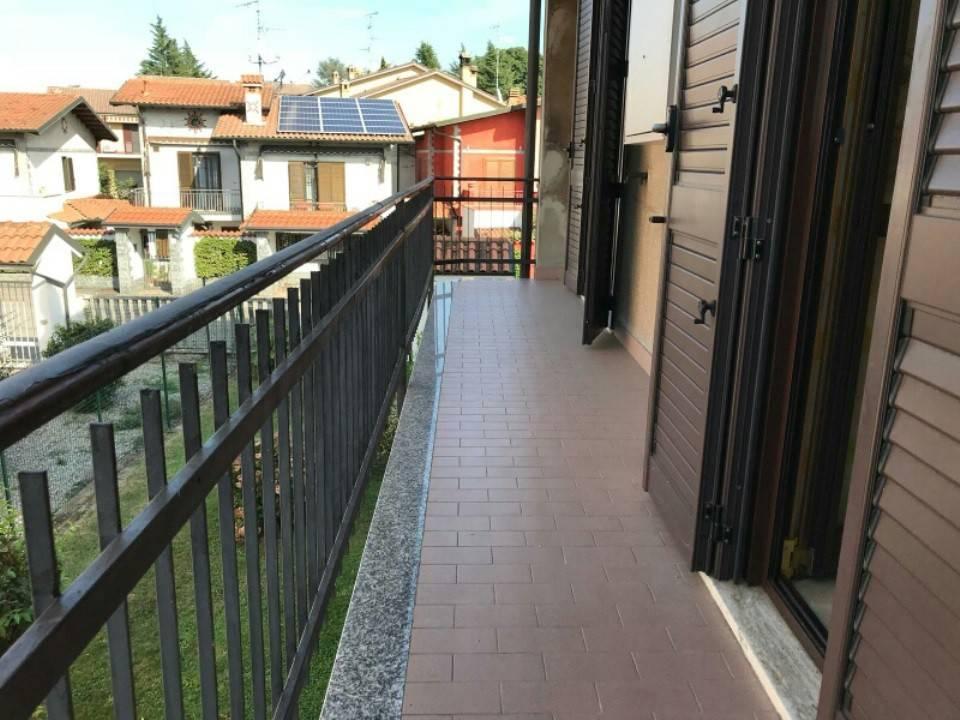 Appartamento in buone condizioni in vendita Rif. 8267205