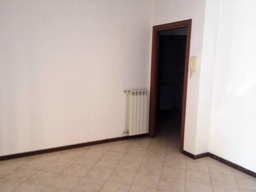 Appartamento in buone condizioni in affitto Rif. 8267196