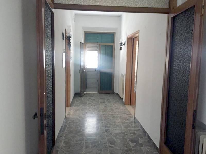 Appartamento in buone condizioni in vendita Rif. 8270020