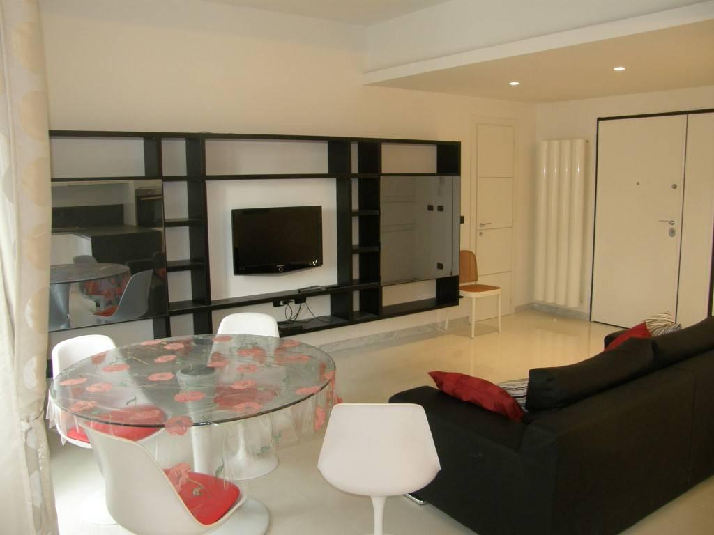 Appartamento in ottime condizioni arredato in affitto Rif. 8272498