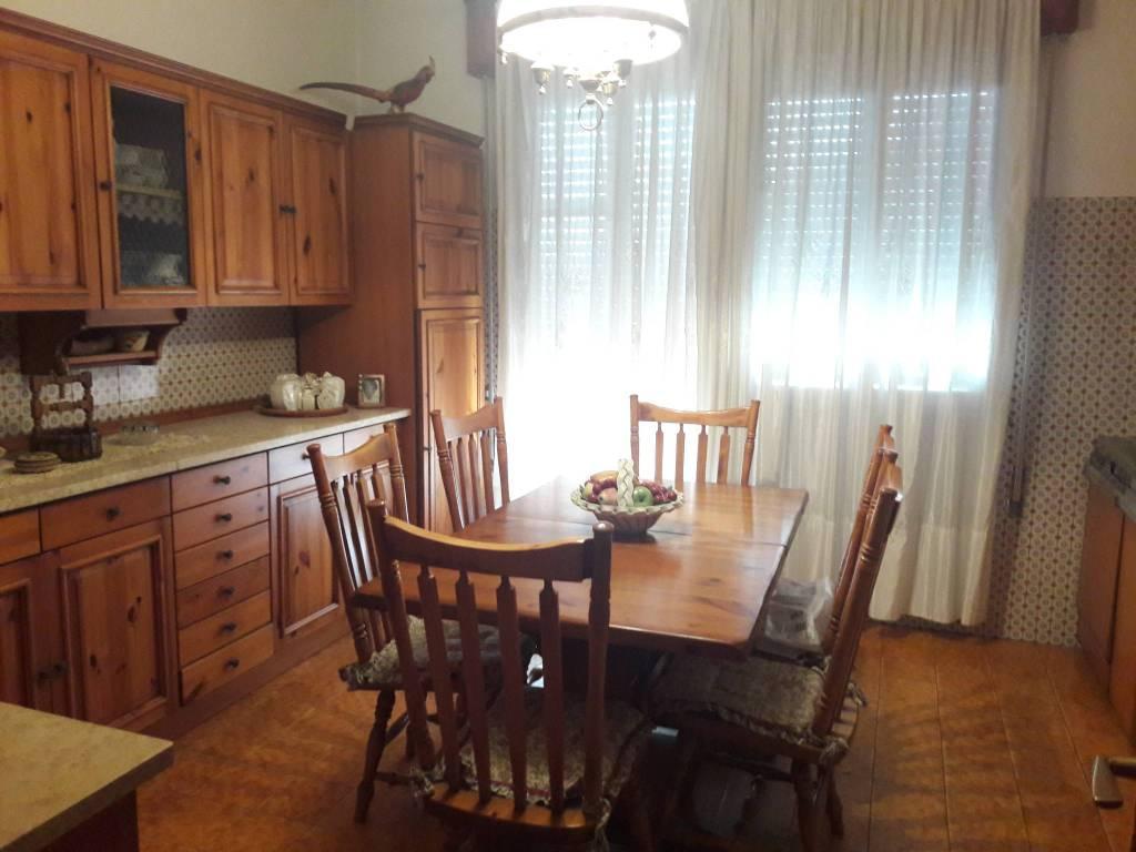Villa in buone condizioni in vendita Rif. 8268338