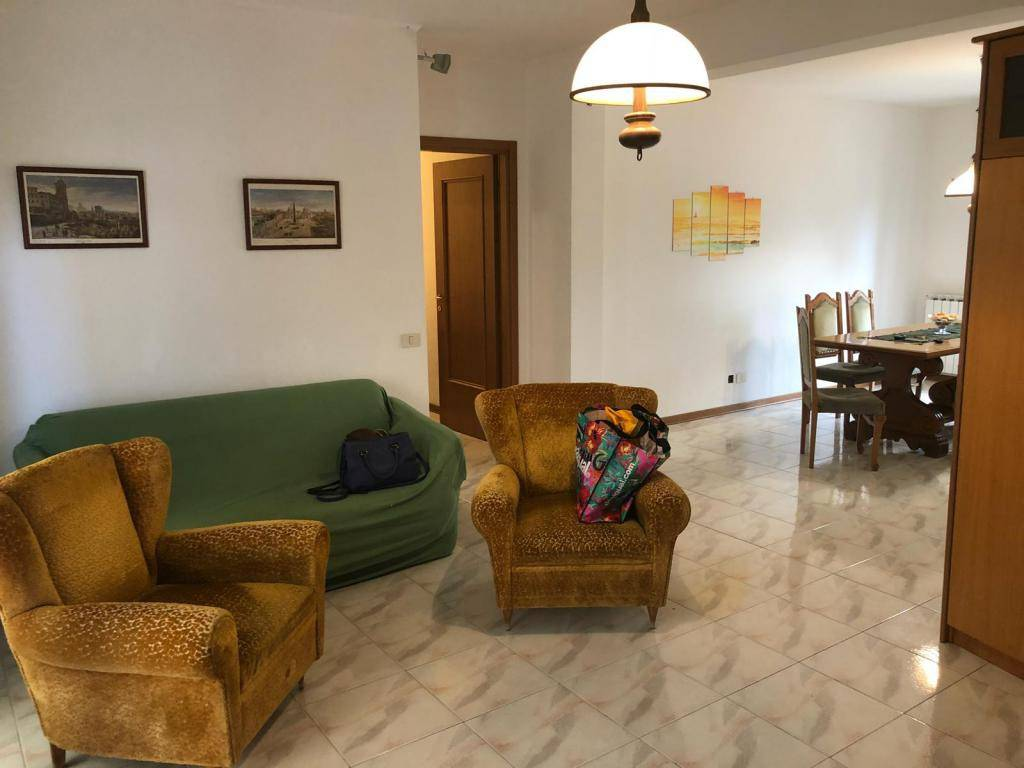 Appartamento in buone condizioni arredato in affitto Rif. 8273259