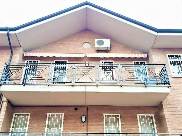 Appartamento in ottime condizioni arredato in vendita Rif. 8273722