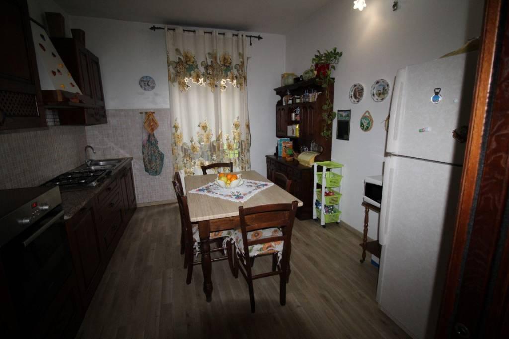 Appartamento in buone condizioni in vendita Rif. 8270256