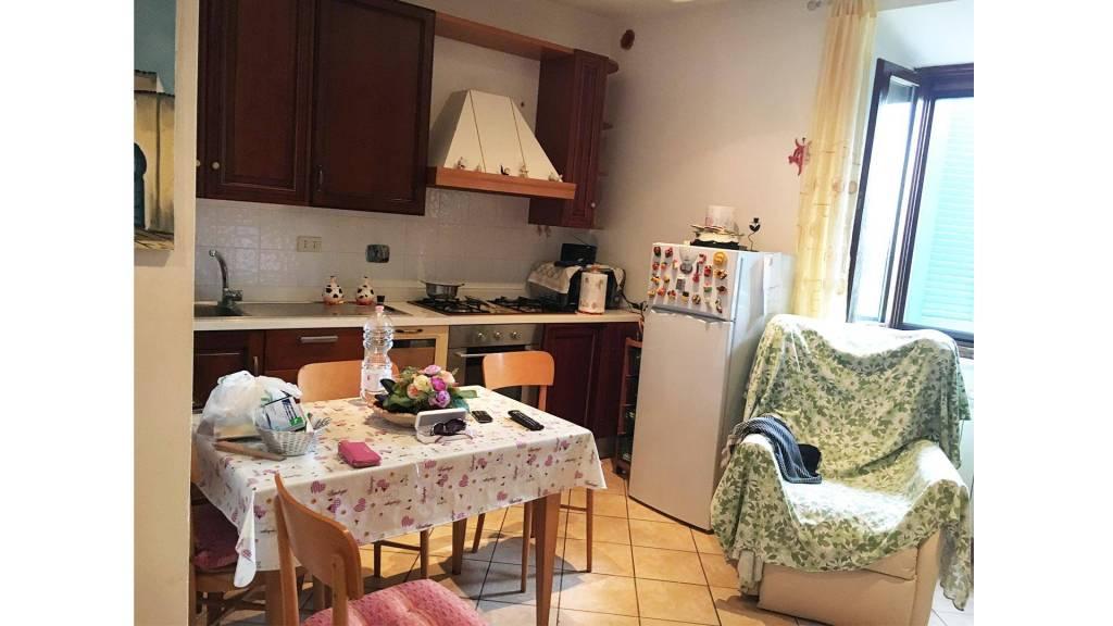 Appartamento in buone condizioni in affitto Rif. 8268534