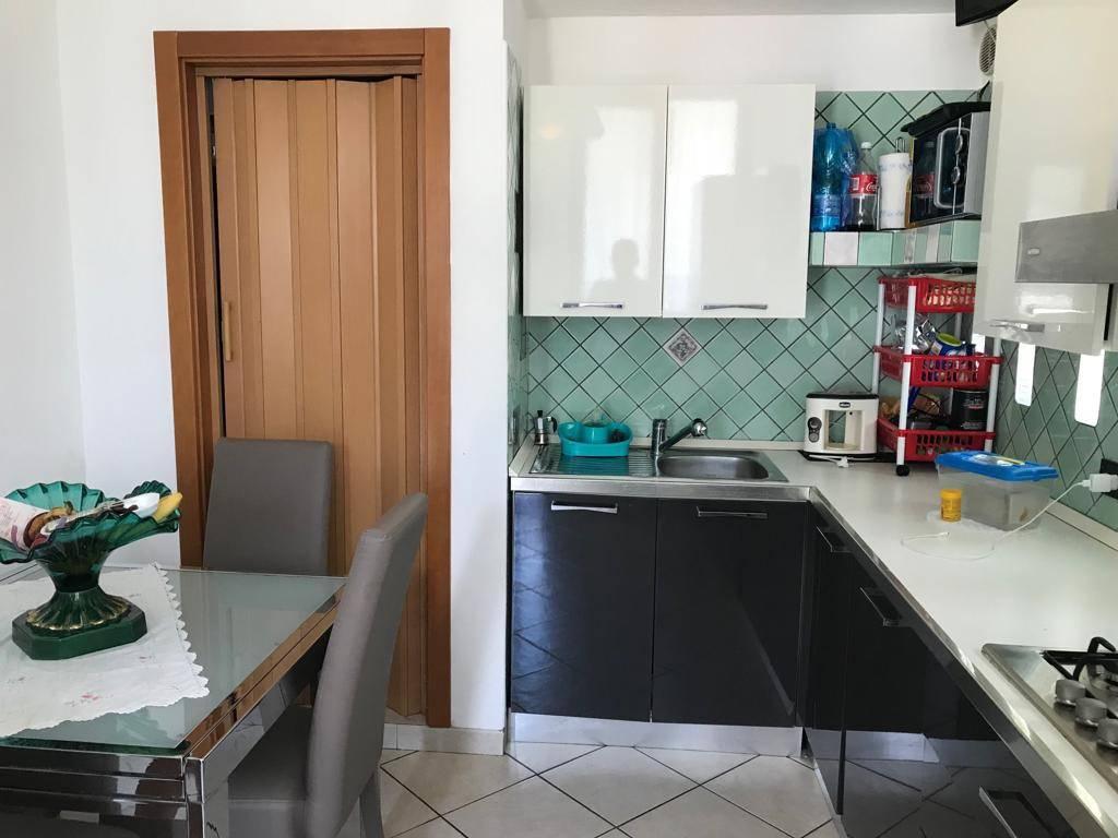 Appartamento in ottime condizioni parzialmente arredato in vendita Rif. 8266922