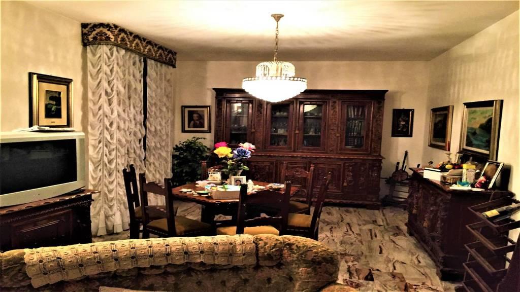 Villa in buone condizioni in vendita Rif. 8271579