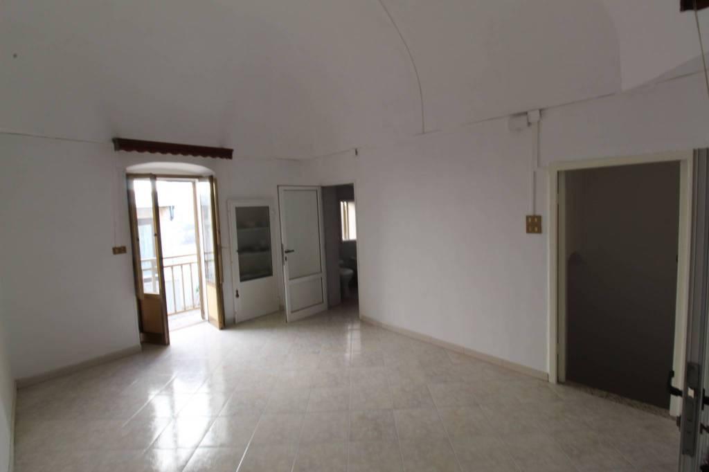 Appartamento da ristrutturare in vendita Rif. 8273502