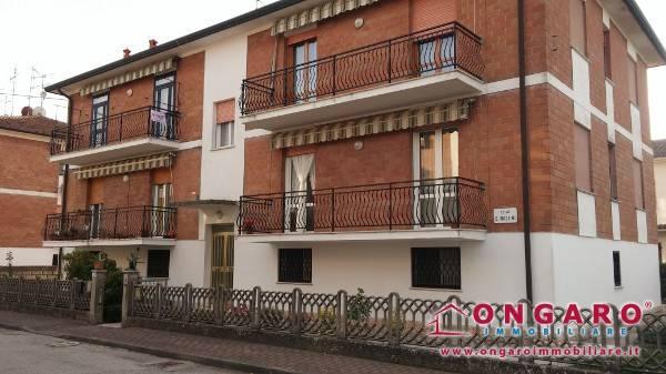 Appartamento in buone condizioni in vendita Rif. 8268388