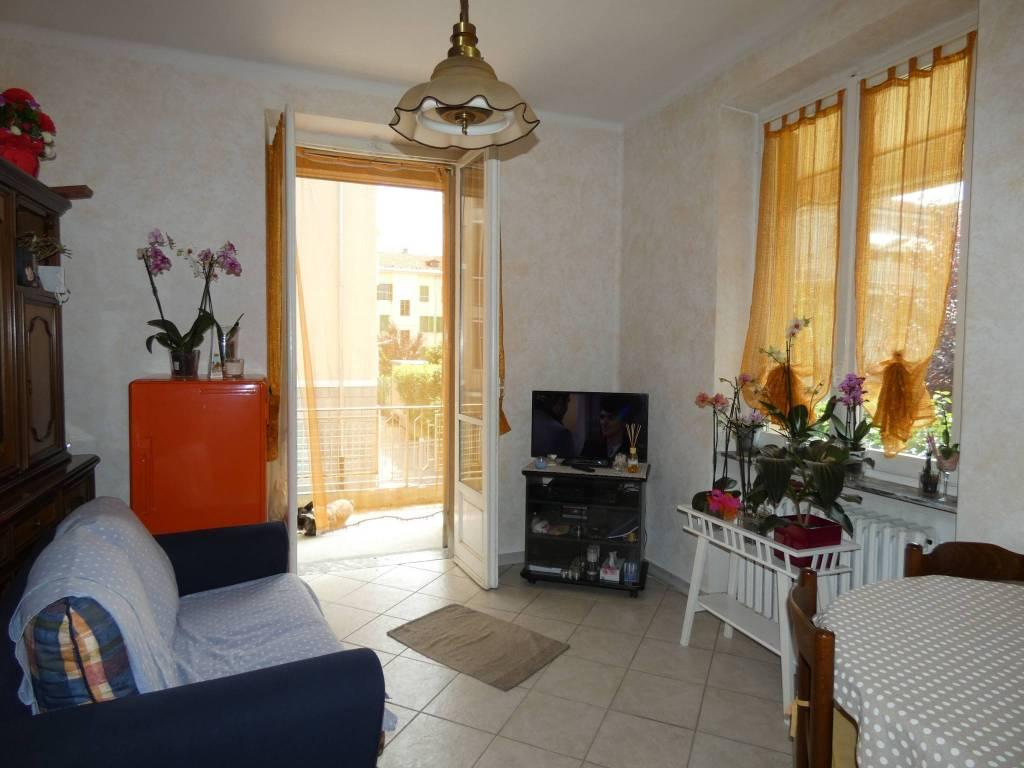 Appartamento in buone condizioni in vendita Rif. 8271482