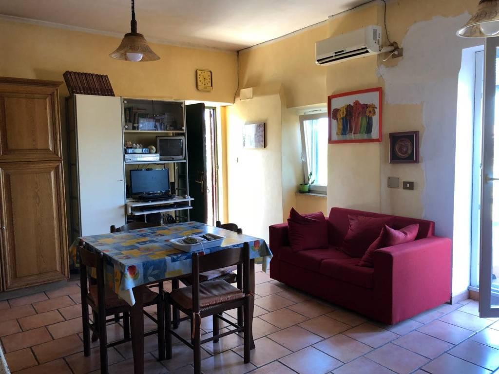 Appartamento in buone condizioni parzialmente arredato in affitto Rif. 8269309
