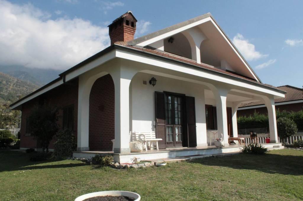 Villa in ottime condizioni parzialmente arredato in vendita Rif. 8269418