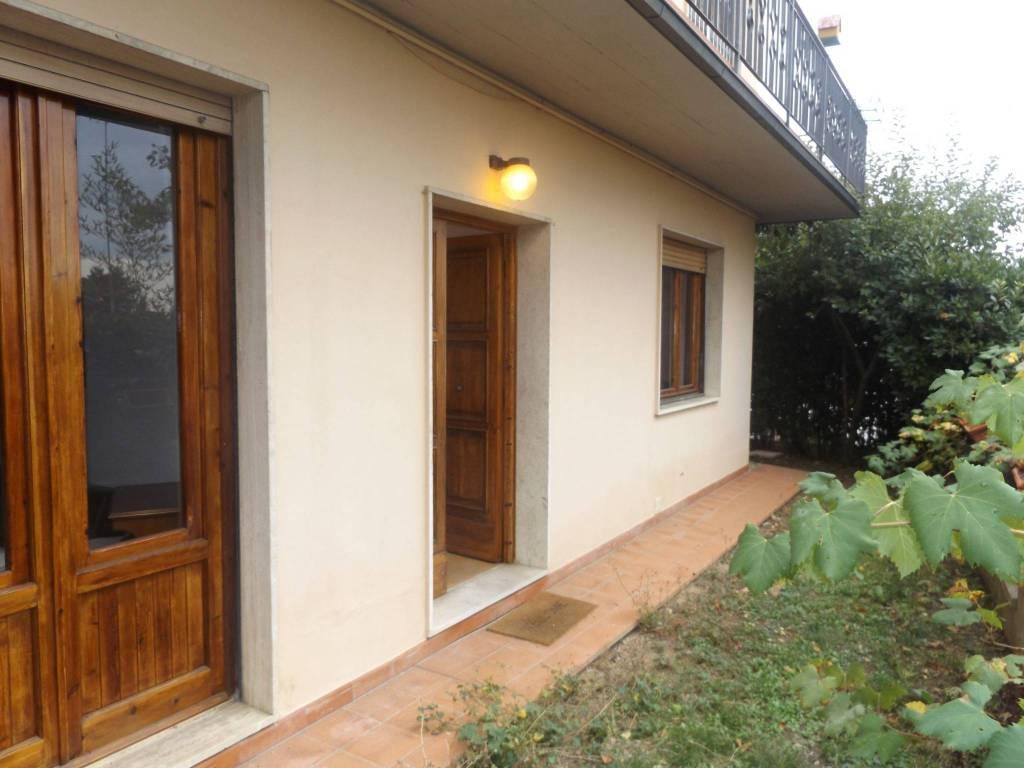 Appartamento in buone condizioni in vendita Rif. 8272027