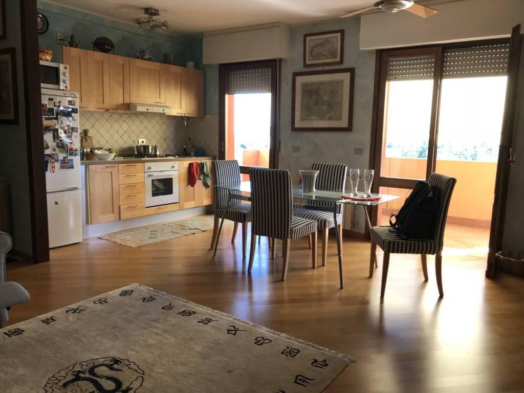 Appartamento in ottime condizioni parzialmente arredato in vendita Rif. 8269556