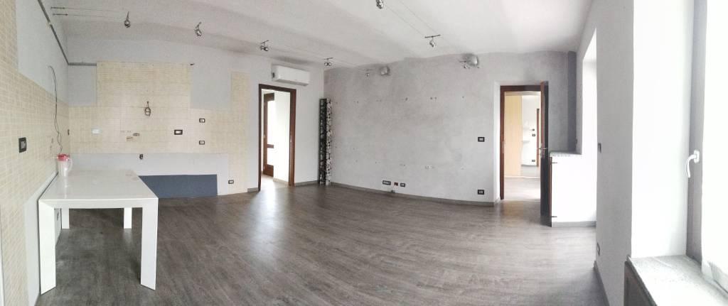 Appartamento in ottime condizioni in vendita Rif. 8272510