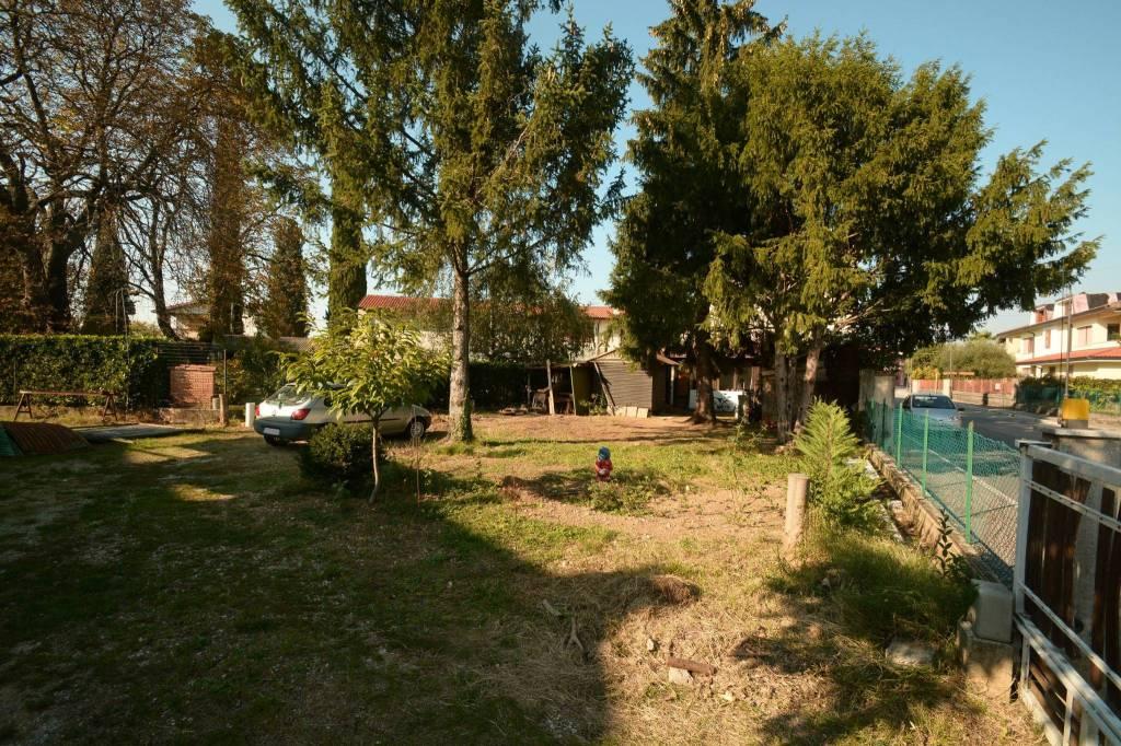 Villetta a schiera in buone condizioni in vendita Rif. 8286656