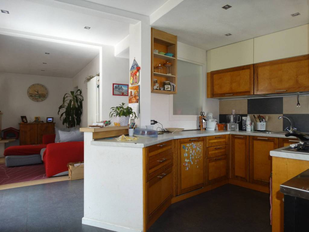 Appartamento in ottime condizioni parzialmente arredato in vendita Rif. 8271516
