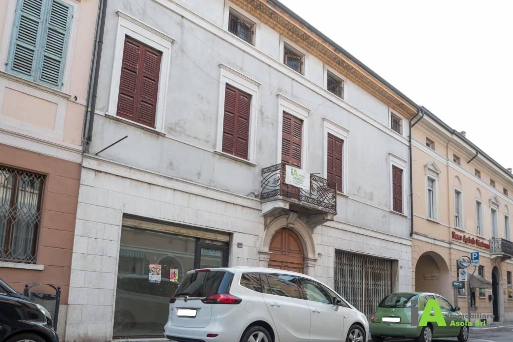 Stabile / Palazzo da ristrutturare in vendita Rif. 9258870