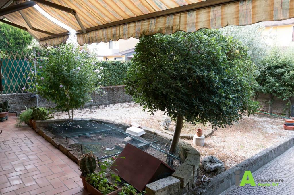 Villetta a schiera in buone condizioni parzialmente arredato in vendita Rif. 9258871