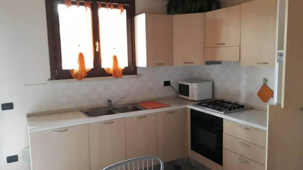 Appartamento in ottime condizioni arredato in affitto Rif. 8284628