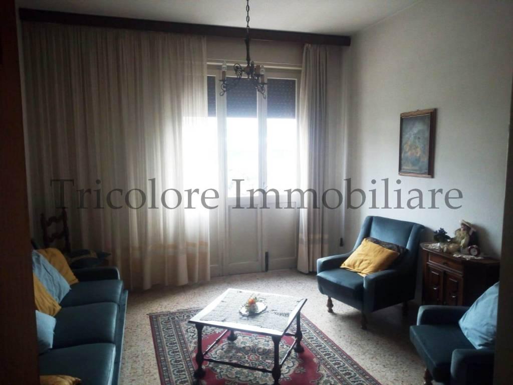 Villa in buone condizioni parzialmente arredato in vendita Rif. 8286897