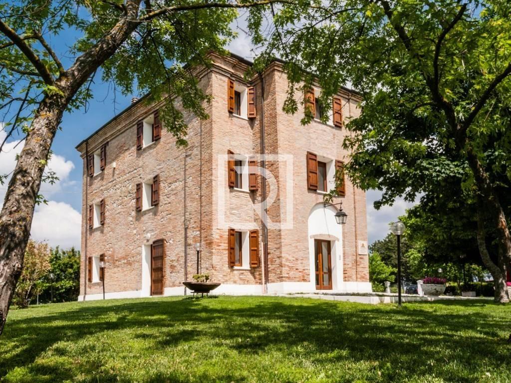 Appartamento in ottime condizioni parzialmente arredato in vendita Rif. 8343129
