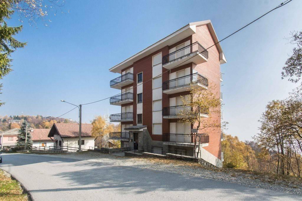 Appartamento in buone condizioni arredato in vendita Rif. 6742926