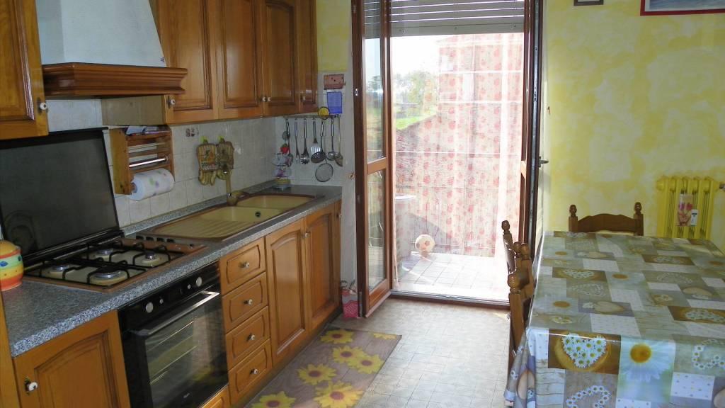 Appartamento in buone condizioni in affitto Rif. 8284291