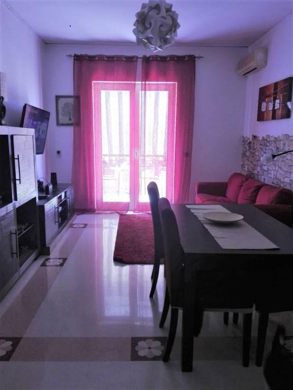 Appartamento in buone condizioni in affitto Rif. 8288952