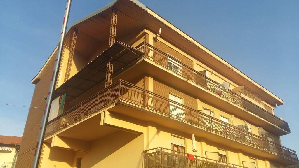 Appartamento in buone condizioni in affitto Rif. 8240444