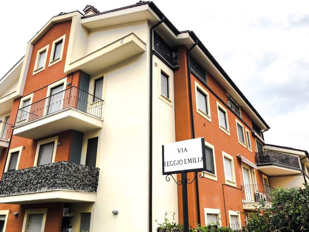 Appartamento in ottime condizioni arredato in vendita Rif. 8689651
