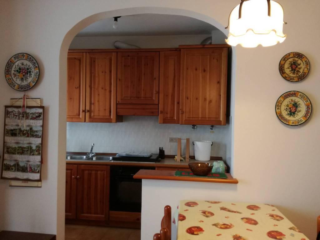 Appartamento in buone condizioni arredato in vendita Rif. 8645614