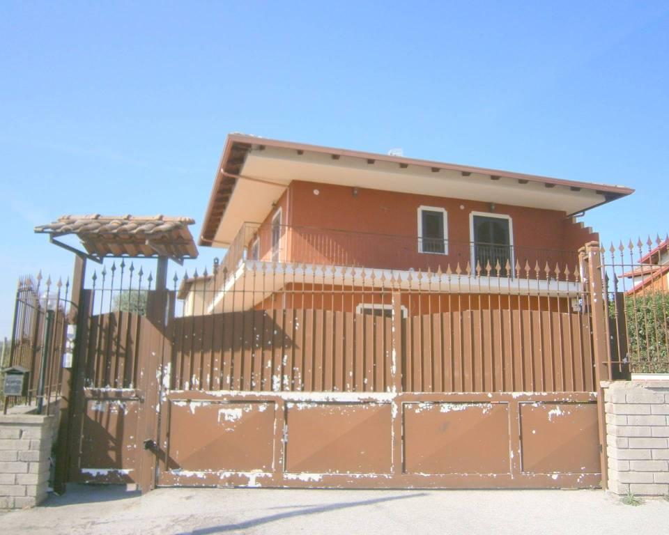 Appartamento in buone condizioni in affitto Rif. 8549771