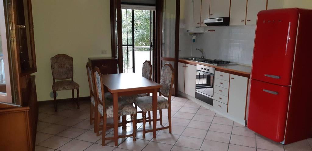 Appartamento in buone condizioni arredato in vendita Rif. 8288418